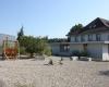 Pausenplatz-und-Schulhaus-Schwarzhaeusern